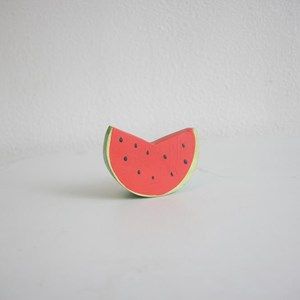 Fruta de madeira color